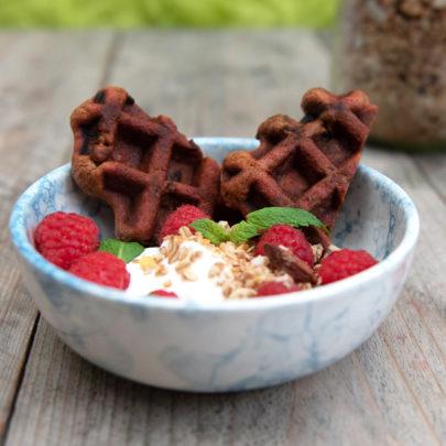 Bietenwafel, Griekse yoghurt, frambozen en granola